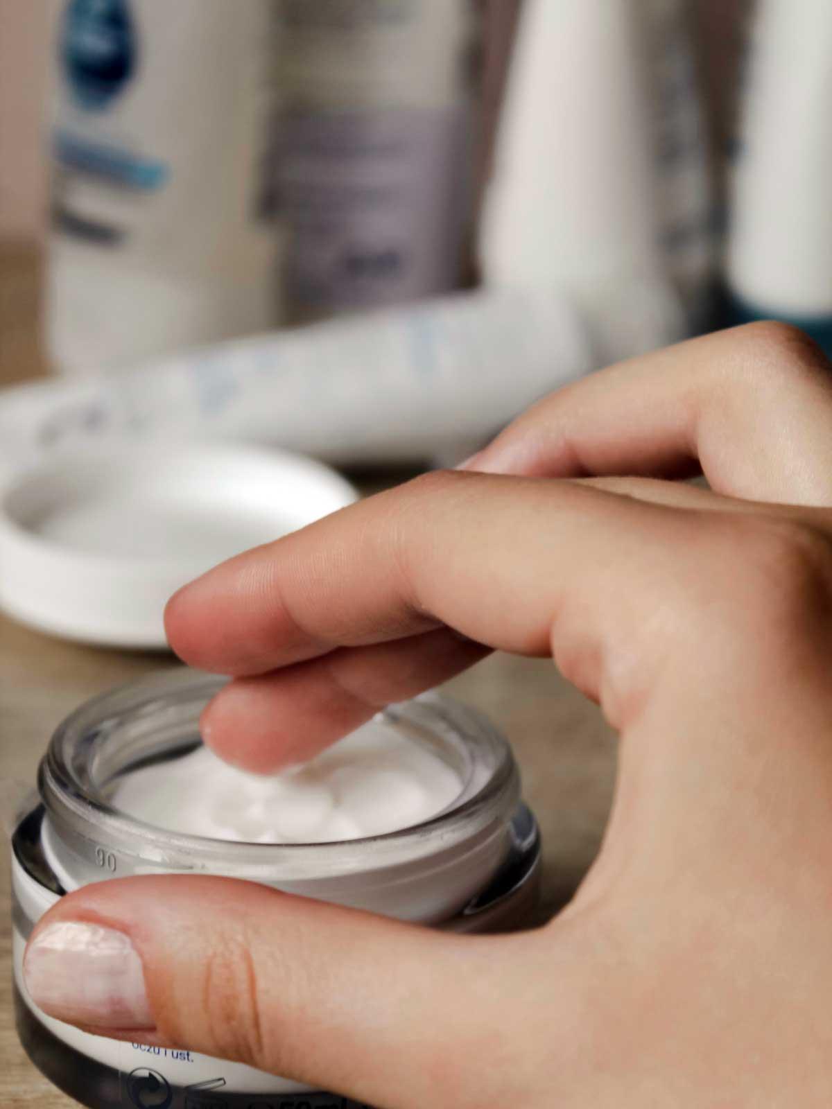 Ansigtscreme i glaskrukke
